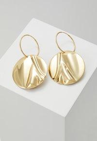 Pilgrim - EARRINGS WATER - Orecchini - gold-coloured - 0