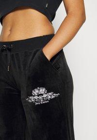 Juicy Couture - ANNIVERSARY CREST TRACK PANTS - Trainingsbroek - black - 5