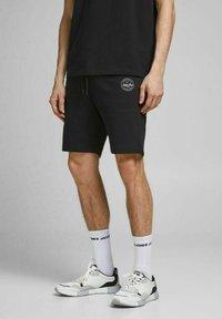 Jack & Jones - 2 PACK - Shorts - black, mottled black, grey - 3