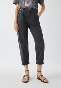 PULL&BEAR - Džíny Relaxed Fit - black - 0