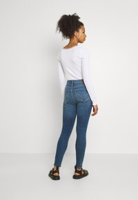 Hollister Co. - CURVY MED SHRED - Jeans Skinny Fit - blue - 2