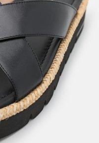 Stuart Weitzman - ROZA LIFT SLIDE - Pantofle - black - 6