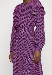 Cras - BETTYCRAS DRESS - Denní šaty - pink/black - 5