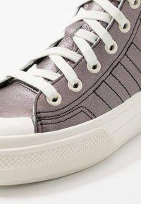 adidas Originals - NIZZA PLATFORM MID - Sneakers alte - core black/offwhite - 3