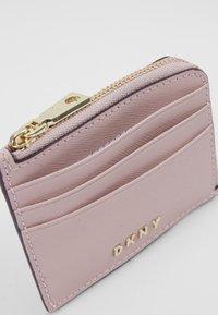 DKNY - MILA EW CARD HOLDER - Lommebok - light pink - 5