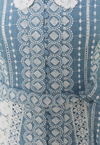 maje - RAVIANA - Maksimekko - bleu clair - 6