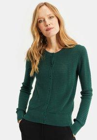 WE Fashion - MET STRUCTUUR - Cardigan - dark green - 0