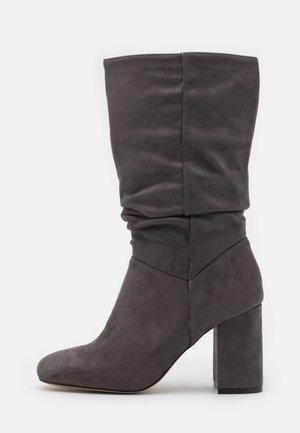ROUCHED BOOT - Vysoká obuv - grey