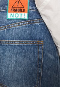 Tory Burch - CLASSIC - Relaxed fit jeans - vintage wash - 4