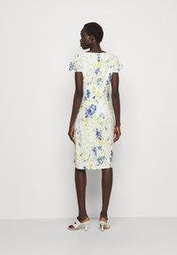 Lauren Ralph Lauren - PRINTED MATTE DRESS - Sukienka etui - cream/yellow - 2