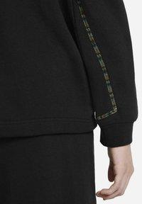 Nike Sportswear - CREW EARTH DAY - Sweatshirt - black/white - 5