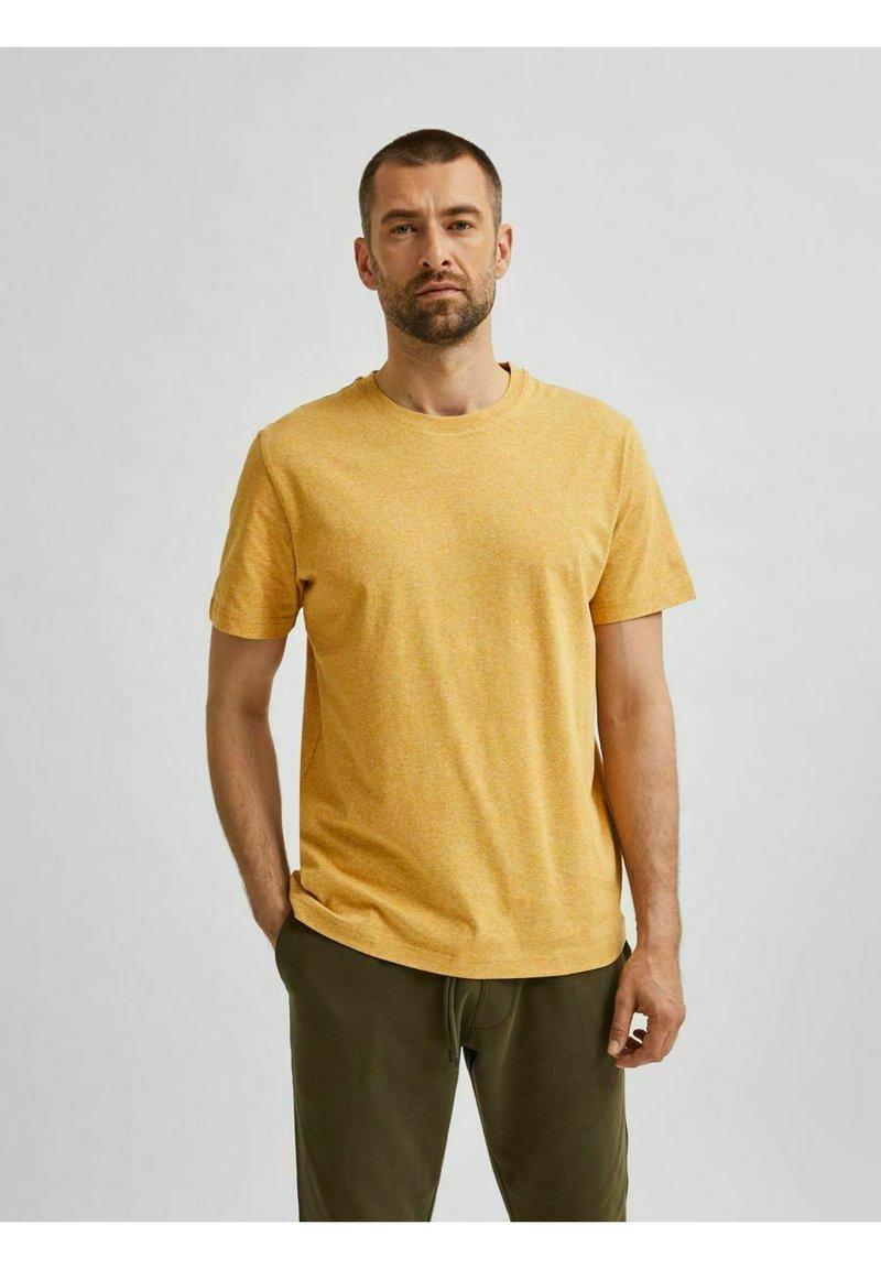 Selected Homme - SLHNORMAN O NECK TEE - Basic T-shirt - wood thrush