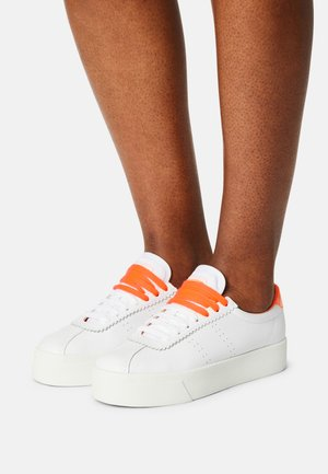 LEAW - Trainers - white/orange