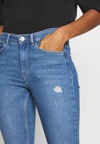 Pieces - PCMIDFIVE - Jeans Skinny Fit - light blue denim - 4