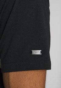 Nike Golf - DRY PLAYER STRIPE - Funkční triko - black/sail/sky grey/silver - 5