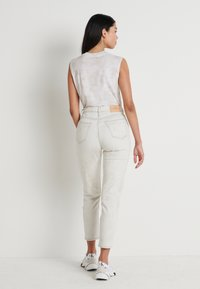 Calvin Klein Jeans - MOM - Jeansy Relaxed Fit - bleach grey - 2