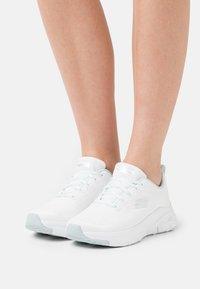 Skechers Sport - ARCH FIT - Zapatillas - white/mint - 0