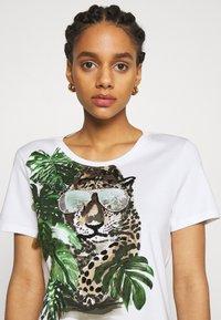 Marc Cain - Print T-shirt - khaki - 3