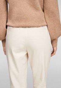 s.Oliver - REGULAR FIT - Tracksuit bottoms - light beige - 4