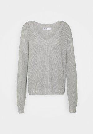 CORE VNECK - Jumper - grey