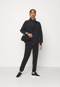 adidas Originals - SPORTS INSPIRED  - Sweatshirt - black - 1