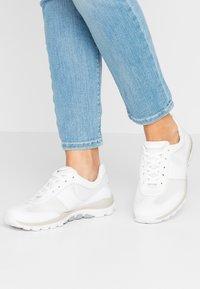 Gabor Comfort - ROLLING SOFT - Sneakersy niskie - weiß - 0