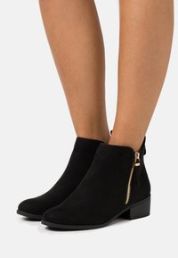 Dorothy Perkins Wide Fit - WIDE FIT MACRO SIDE ZIP BOOT - Ankelstøvler - black - 0