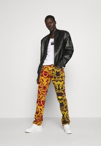 Versace Jeans Couture - MILANO ALLOVER PRINT - Slim fit jeans - red - 1