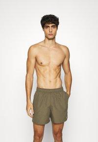 Nike Performance - VOLLEY  - Shorts da mare - medium olive - 0