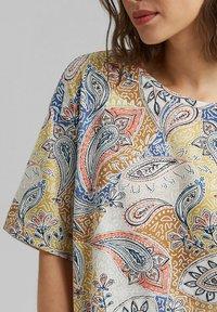 Esprit - MIT PRINT - Print T-shirt - off white - 3