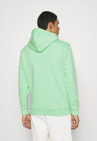 adidas Originals - ESSENTIAL ORIGINALS ADICOLOR HOODIE UNISEX - Bluza z kapturem - glory mint - 2