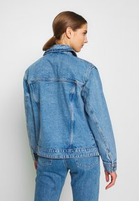 Vero Moda - VMKATRINA LOOSE JACKET MIX - Denim jacket - light blue denim - 2