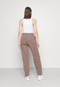 BDG Urban Outfitters - OVERDYED JOGGER - Trainingsbroek - chocolate - 2