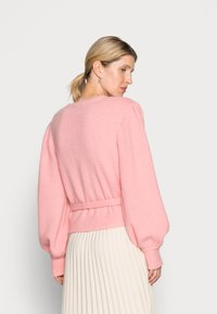 Gestuz - ALPHA WRAP CARDIGAN - Cardigan - powdered pink - 2