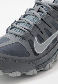 Nike Performance - REAX 8  - Chaussures d'entraînement et de fitness - cool grey/black/wolf grey - 5