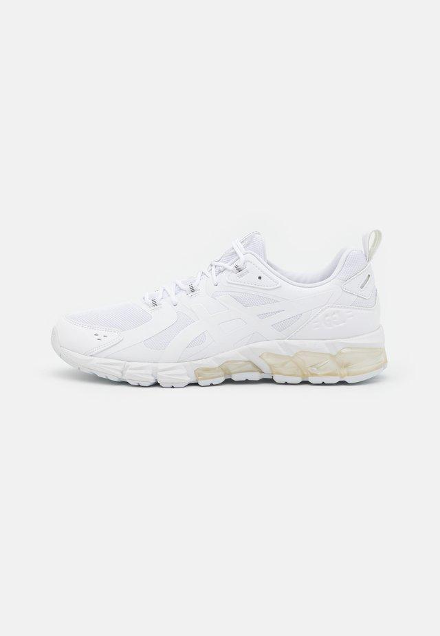 GEL-QUANTUM 180 - Chaussures de running neutres - white