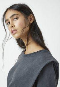 PULL&BEAR - Basic T-shirt - dark grey - 3
