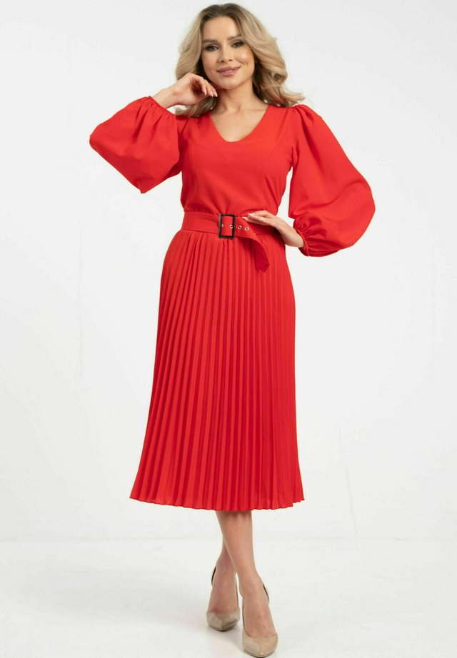 MIT GÜRTEL - Korte jurk - red