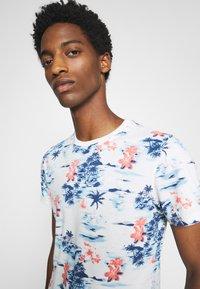 Schott - Print T-shirt - blue hawai - 4