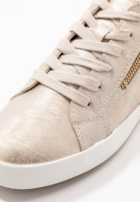 Geox - BLOMIEE - Sneakers laag - light gold - 2
