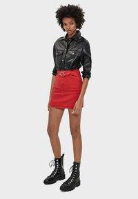 Bershka - MIT GÜRTEL  - Mini skirts  - red - 1