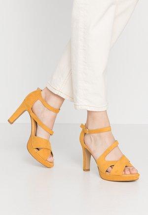 Højhælede sandaletter / Højhælede sandaler - saffron