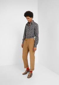 Vivienne Westwood - BUTTON KRALL - Skjorte - black - 1