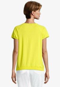 Betty Barclay - MIT RAFFUNG - Blouse - neon yellow - 2