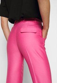 Victoria Victoria Beckham - DRAINPIPE - Pantalon classique - candy pink - 6