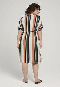 MY TRUE ME TOM TAILOR - DRESS KEYHOLE NECKLINE BELTED - Day dress - multicolor sahara - 2
