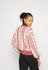 Fashion Union - ASSAY - Chaqueta de punto - red - 2