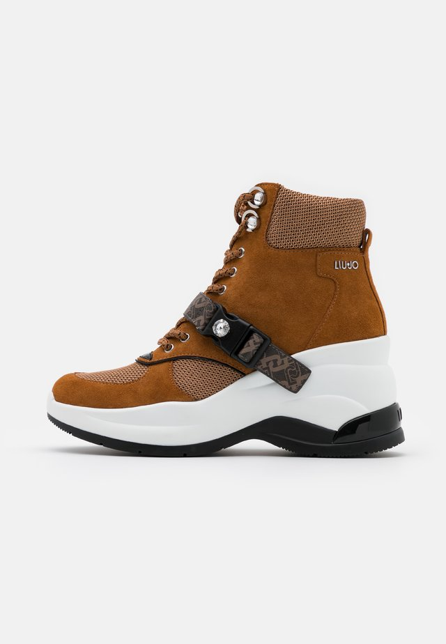 KARLIE REVOLUTION - Korte laarzen - tobacco brown
