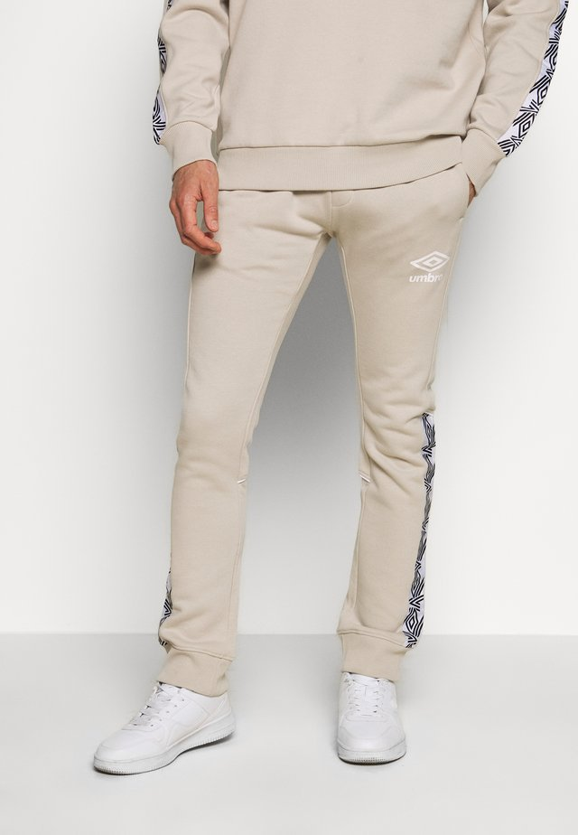 TAPED JOGGER - Tracksuit bottoms - silver cloud