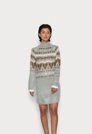 NMIMARNI HIGH NECK DRESS - Strikket kjole - grey